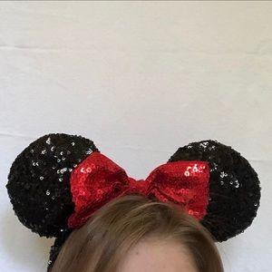 MINNIE MOUSE EARS! Disney